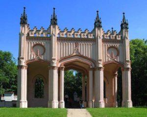 Pozostałości pałacu Paca w Dowspudzie - portyk