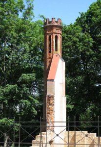 Pozostałości pałacu Paca w Dowspudzie - wieżyczka narożna