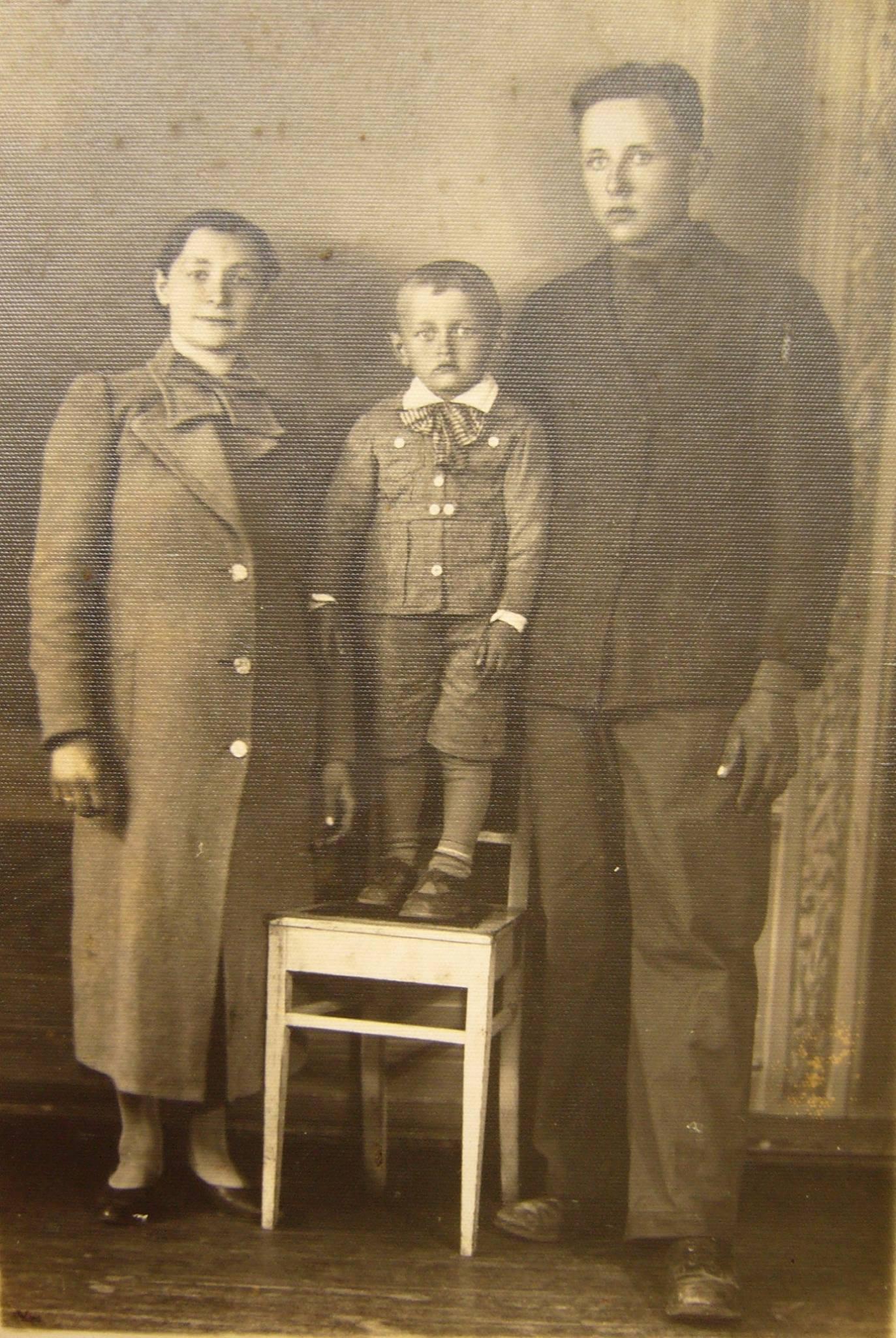 Marianna i Adolf Waszczuk z synem (z archiwum rodzinnego)