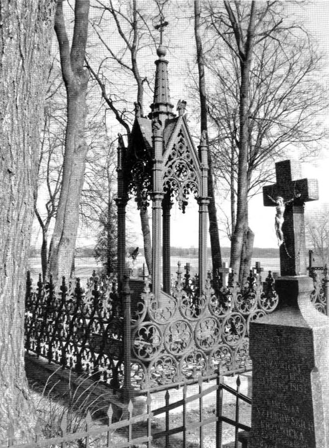 12. Pomnik Wiktorii z Wierzbickich Rymaszewskiej na cmentarzu parafialnym w Krasnymborze (w zbiorach ROBiDZ Białystok).