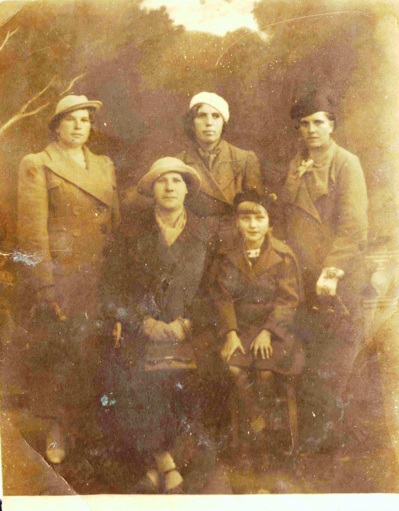 Fotografia z albumu rodzinnego Józefy Drozdowskiej, rozm 8,6 x 6,7 koloru sepii