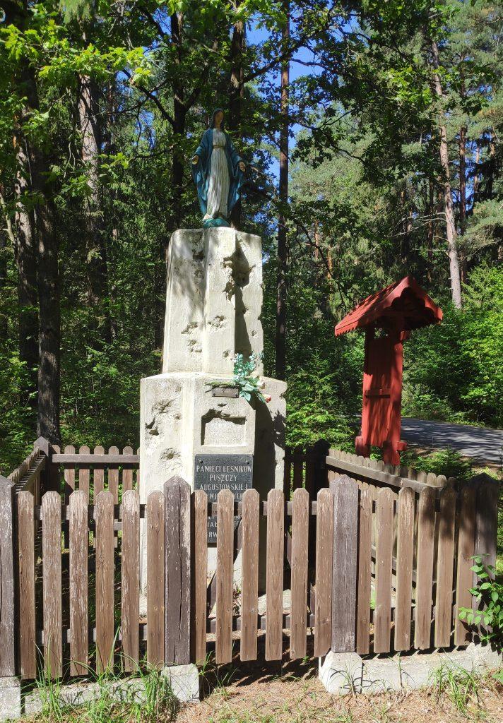 Kapliczka w lesie Łubianka