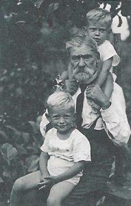 Dziadek Marcin z chłopcami