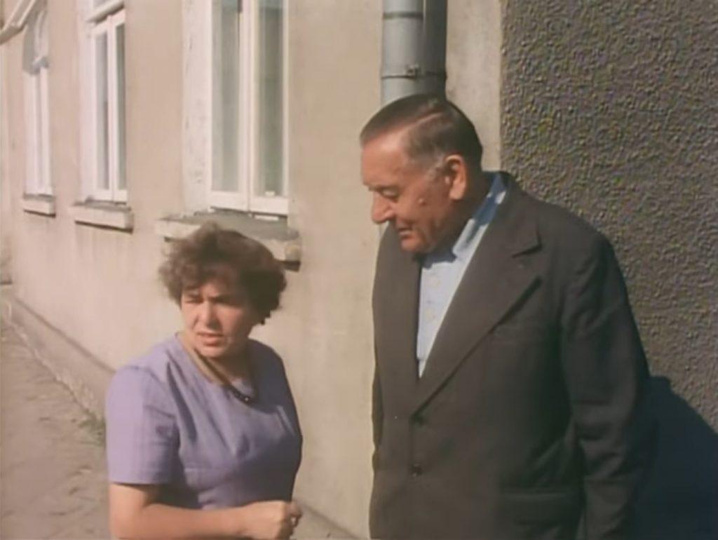 """Regina Buksińska i Józef Babkowski. Kadr z filmu""""Podróż do Augustowa"""""""